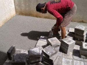 biaya pasang paving block